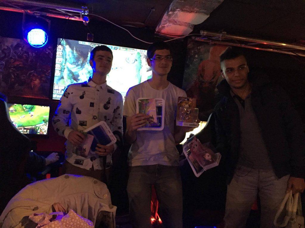Le podium de Pokémon G6, avec Devil94, Flo-rizarre, Stéphane et Yamipanda